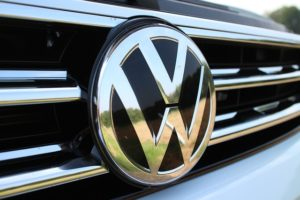 Logo Volkswagen sur calandre