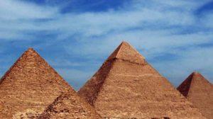 que nous cache la pyramide rouge de Dahchour